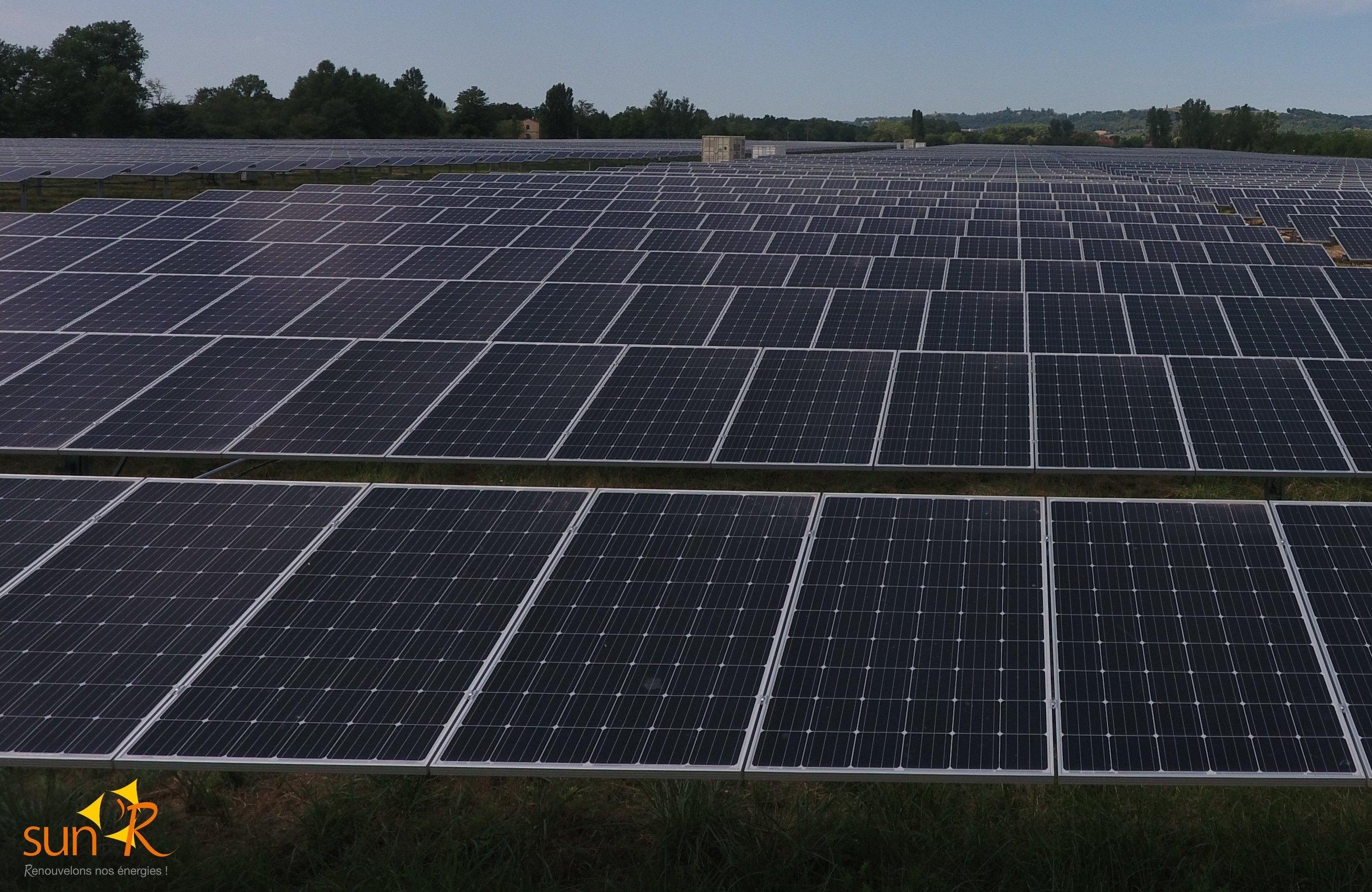 centrale photovoltaïque vue de près